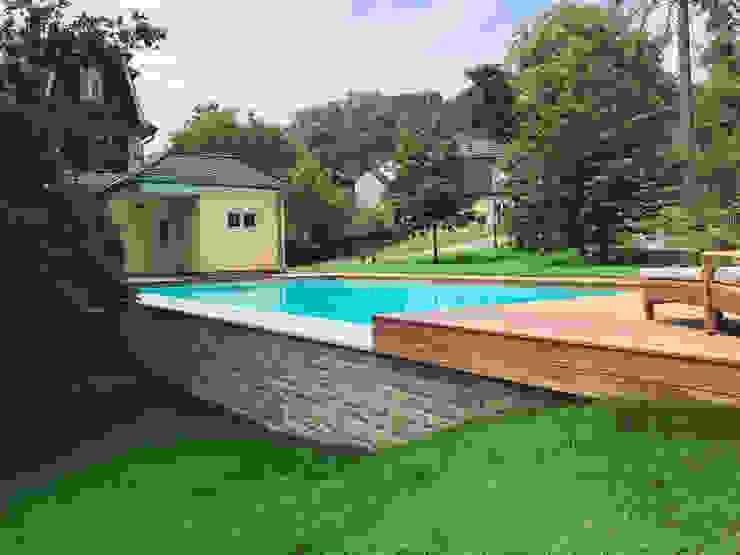 Blick von unten:  Infinity pool von Kirchner Garten & Teich GmbH,