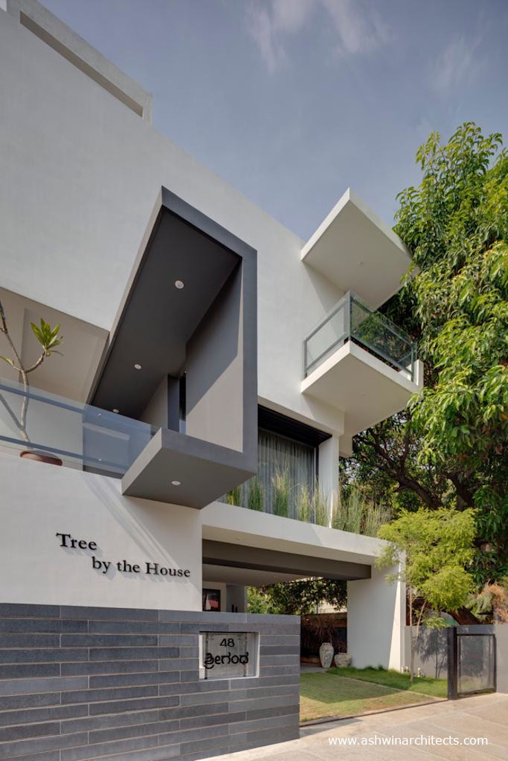 Casas de estilo moderno de Ashwin Architects In Bangalore Moderno
