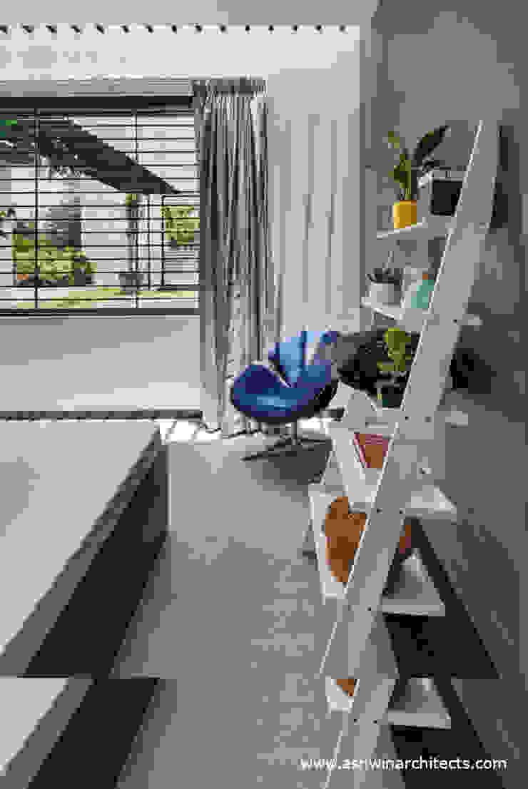 Dormitorios de estilo moderno de Ashwin Architects In Bangalore Moderno