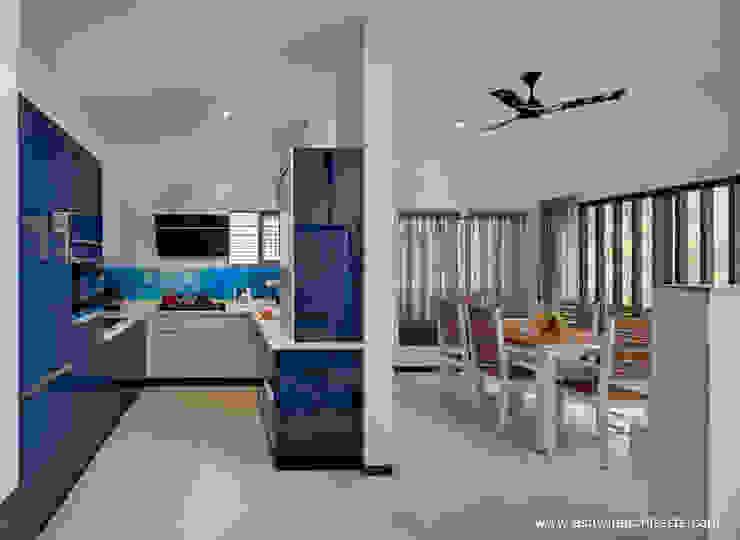 Cocinas de estilo moderno de Ashwin Architects In Bangalore Moderno