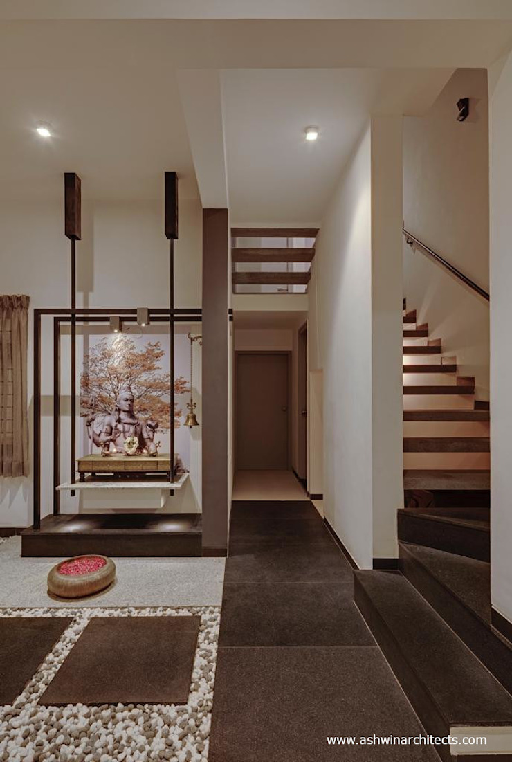 Pasillos, vestíbulos y escaleras de estilo moderno de Ashwin Architects In Bangalore Moderno