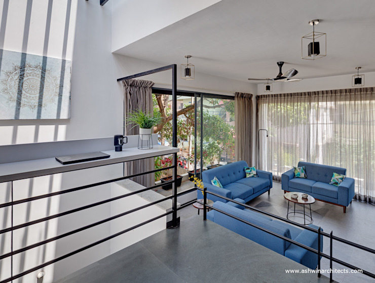 Salones de estilo moderno de Ashwin Architects In Bangalore Moderno