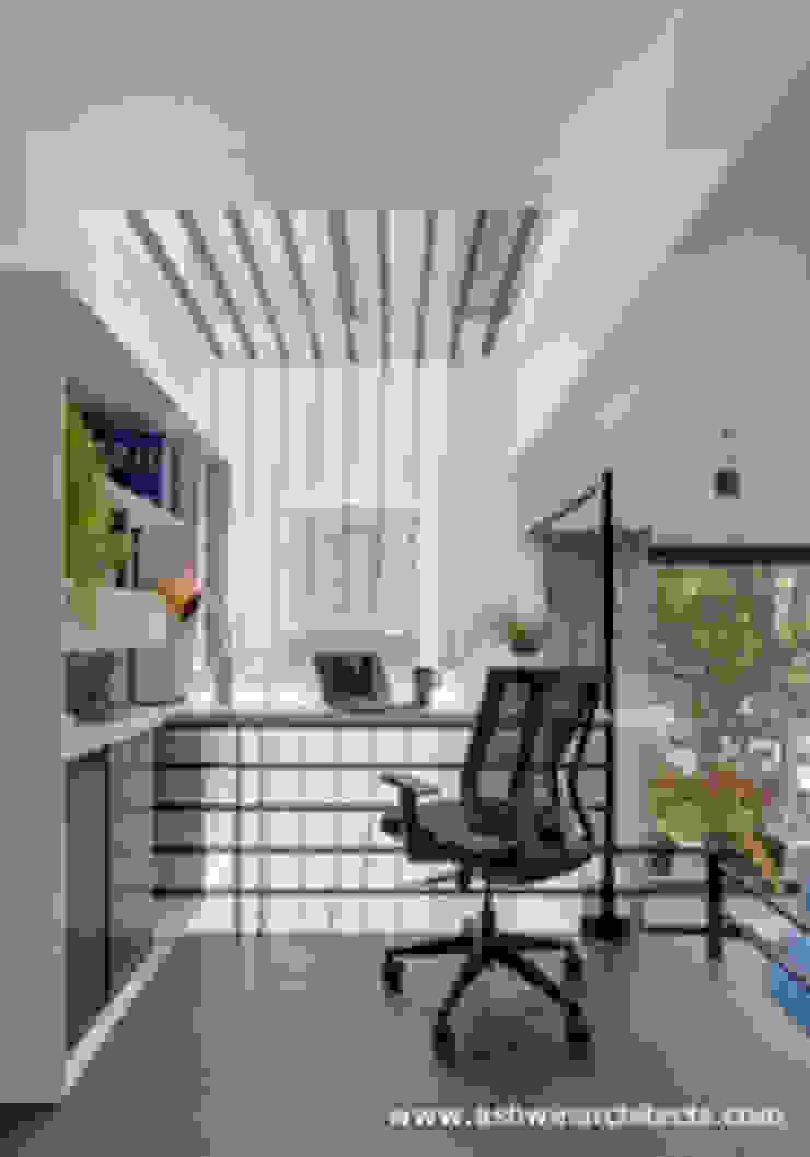 Estudios y despachos de estilo moderno de Ashwin Architects In Bangalore Moderno