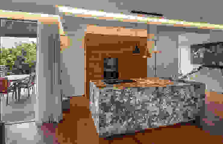 現代廚房設計點子、靈感&圖片 根據 AL ARCHITEKT - in Wien 現代風 大理石