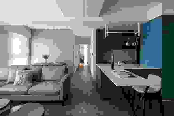 動線規劃 现代客厅設計點子、靈感 & 圖片 根據 極簡室內設計 Simple Design Studio 現代風
