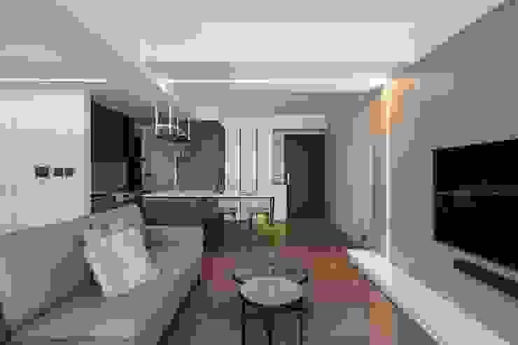 LED燈條造型 现代客厅設計點子、靈感 & 圖片 根據 極簡室內設計 Simple Design Studio 現代風