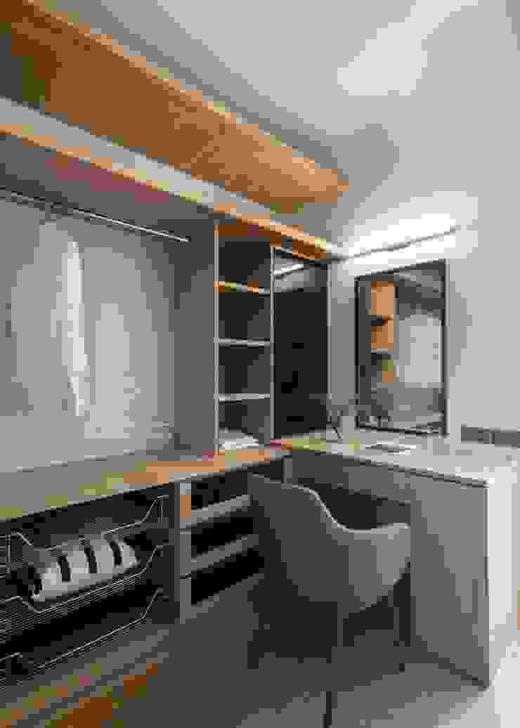 更衣室 根據 極簡室內設計 Simple Design Studio 現代風