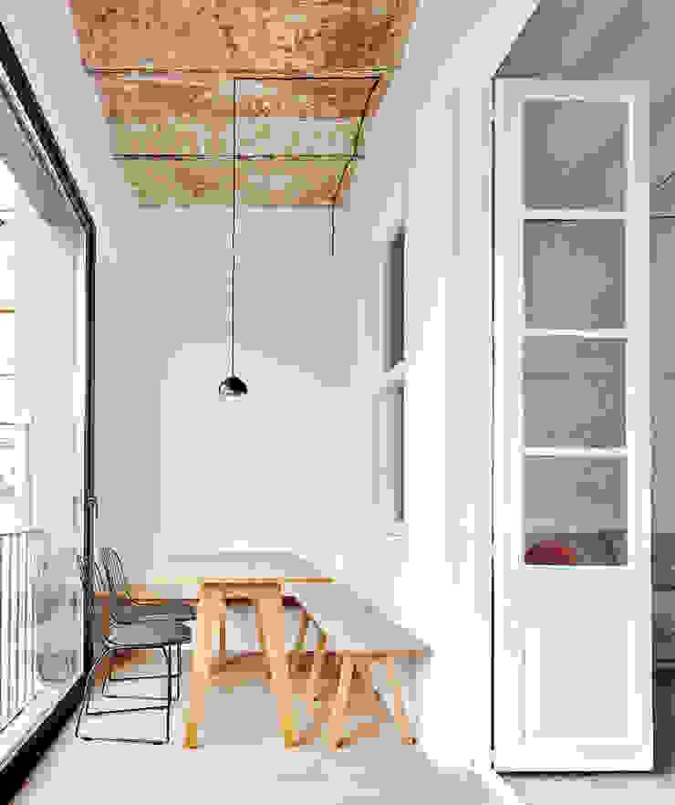 Vivienda particular · Gracia Comedores de estilo moderno de Piedra Papel Tijera Interiorismo Moderno