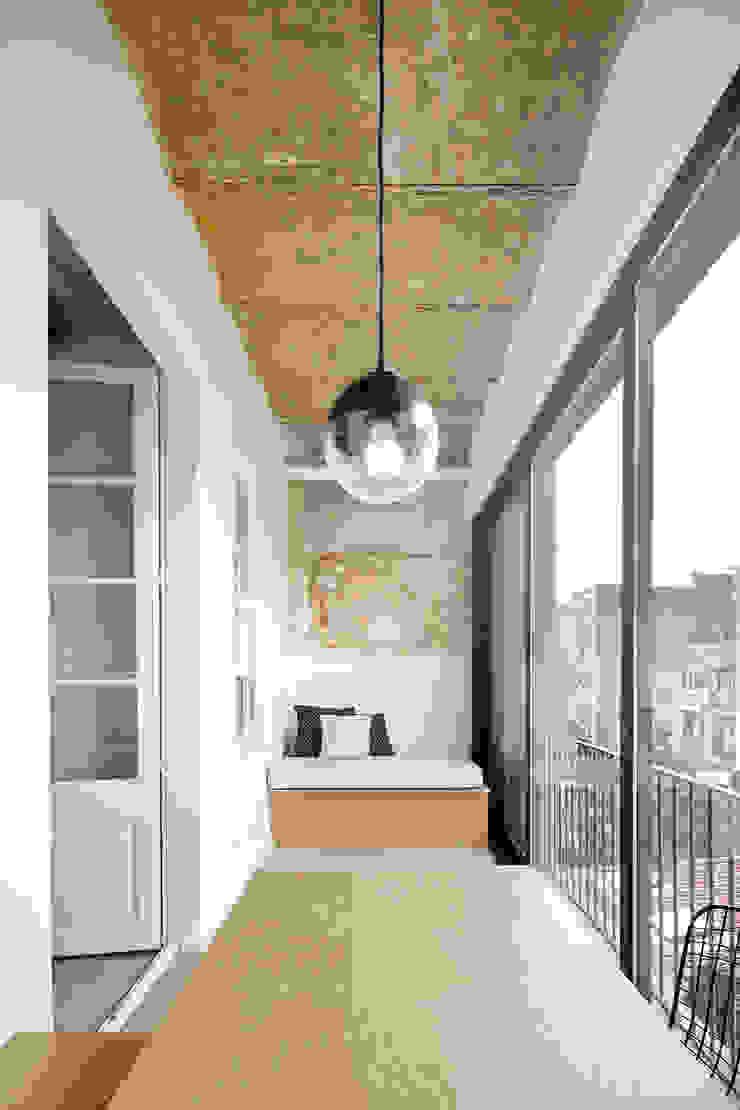 Vivienda particular · Gracia Pasillos, vestíbulos y escaleras de estilo moderno de Piedra Papel Tijera Interiorismo Moderno