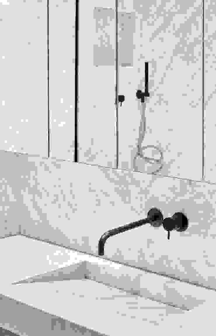 Vivienda particular · Gracia Baños de estilo moderno de Piedra Papel Tijera Interiorismo Moderno