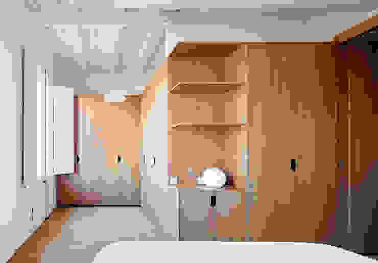 Vivienda particular · Gracia Cuartos de estilo moderno de Piedra Papel Tijera Interiorismo Moderno