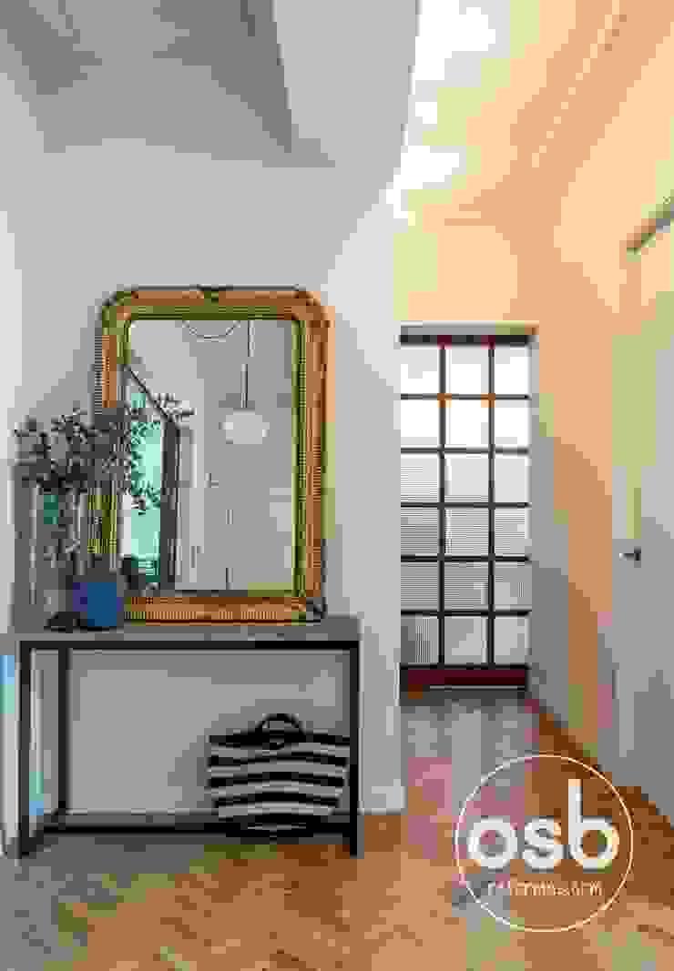 Modern corridor, hallway & stairs by osb arquitectos Modern