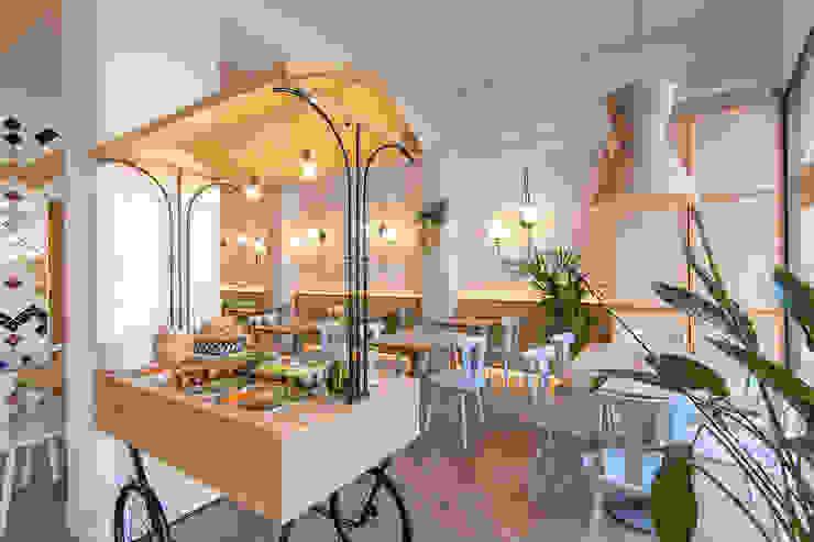 Govinda Gastronomía de estilo mediterráneo de Piedra Papel Tijera Interiorismo Mediterráneo