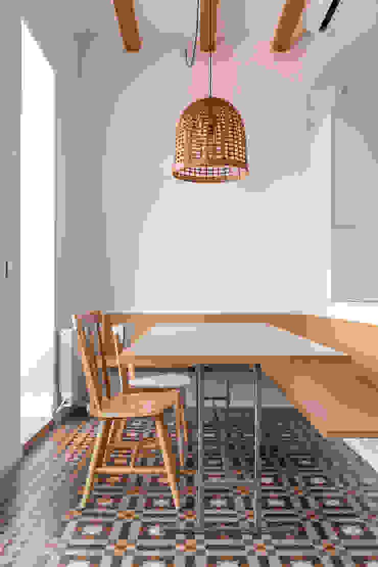 Córcega Piedra Papel Tijera Interiorismo Comedores de estilo escandinavo