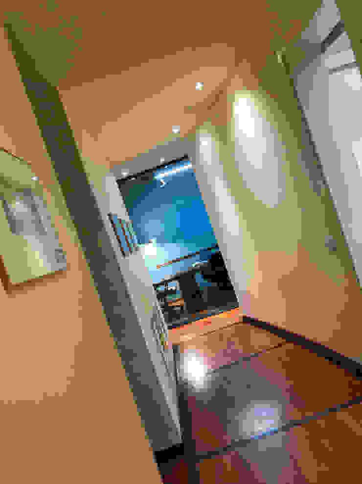 Naar de vergaderingsruimte: modern  door MEF Architect, Modern Hout Hout