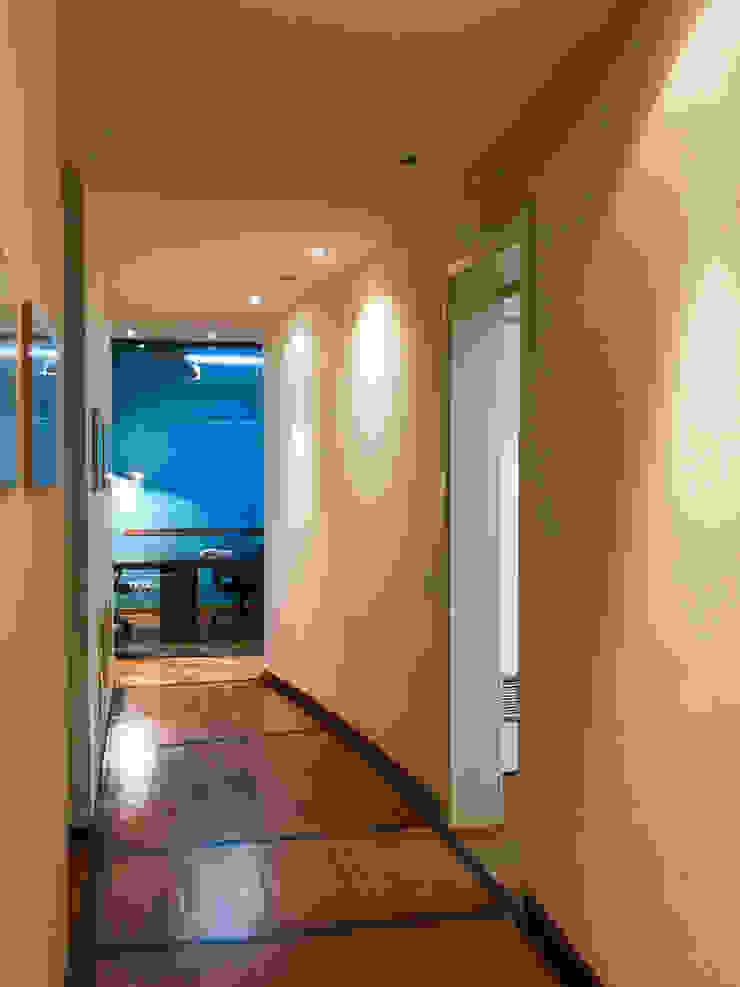 De gang Moderne gangen, hallen & trappenhuizen van MEF Architect Modern Hout Hout