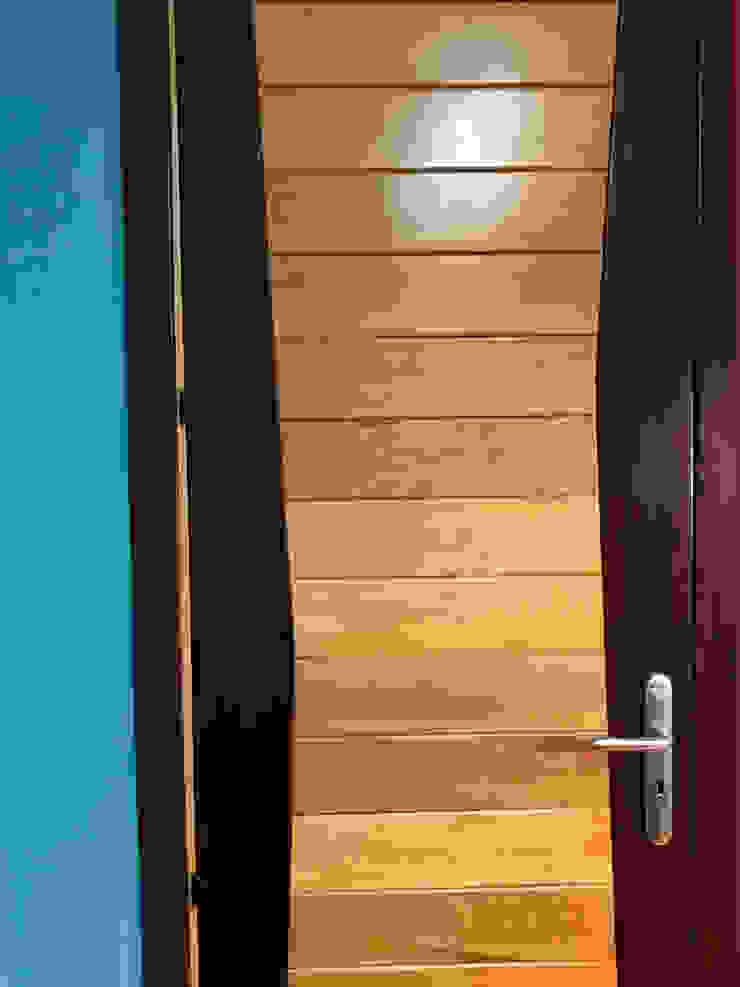 Restyling ten behoeve van een advocatenkantoor : modern  door MEF Architect, Modern Hout Hout