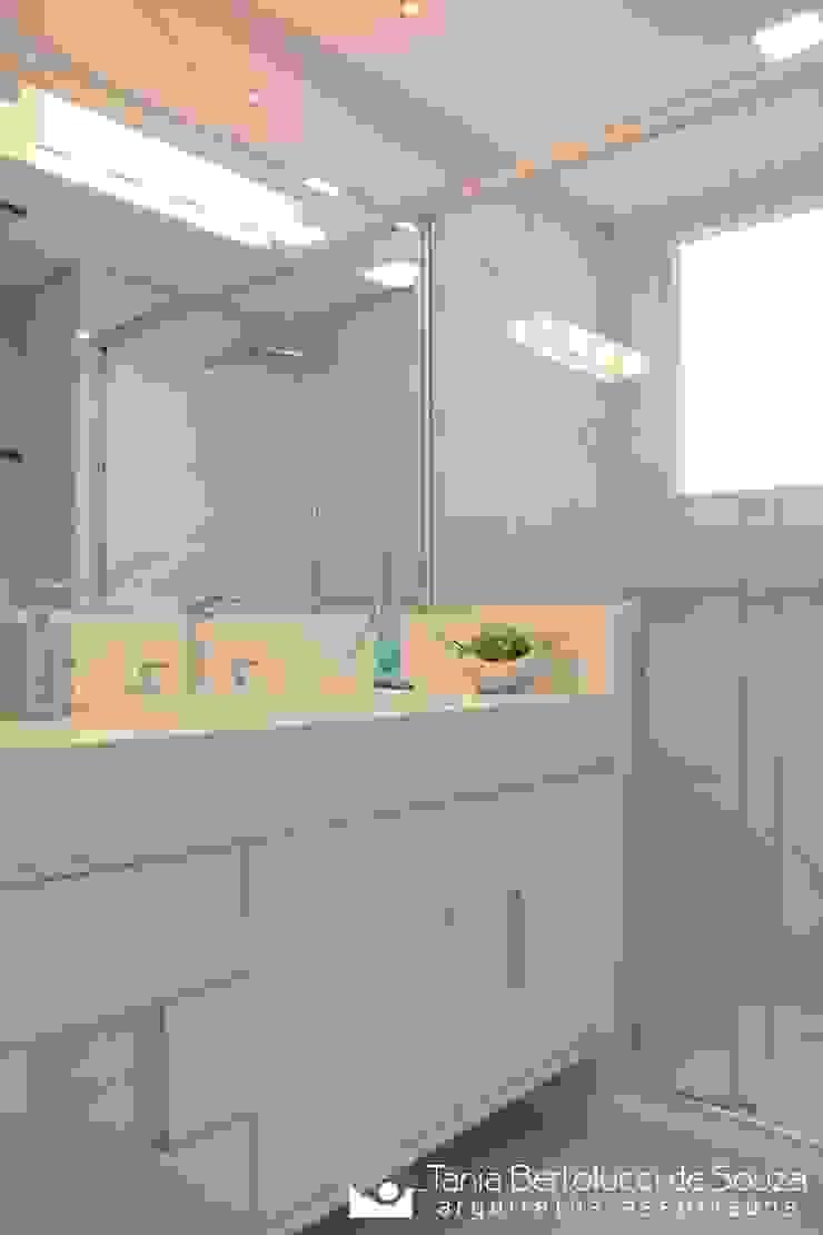 Tania Bertolucci de Souza | Arquitetos Associados Modern style bathrooms