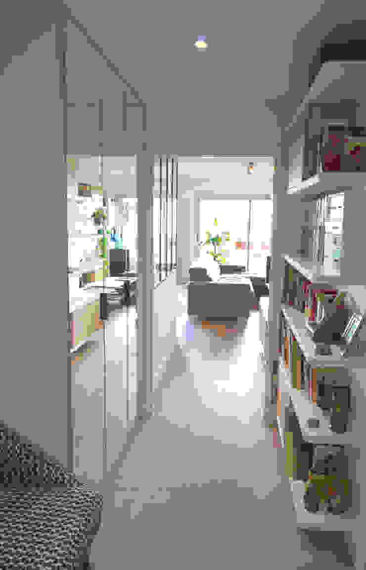 Couloir, Hall, Bibliothèque Couloir, entrée, escaliers scandinaves par Créateurs d'Interieur Scandinave