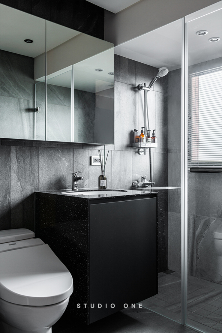 究。敘 / Tailored Narrative 現代浴室設計點子、靈感&圖片 根據 研一制作 現代風