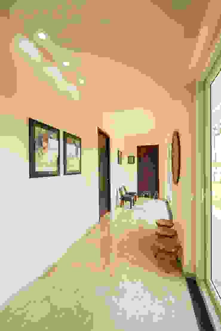 الممر الحديث، المدخل و الدرج من ARK Architects & Interior Designers حداثي