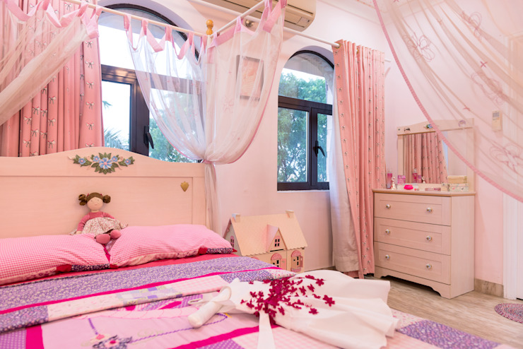 GIRLS BEDROOM homify Teen bedroom Pink