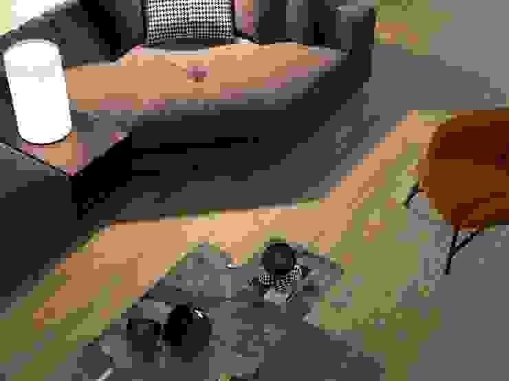 Sala con piso estilo madera: Salas de estilo  por Interceramic MX, Rústico Cerámico