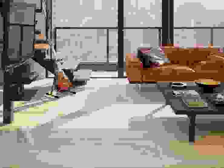 Sala con piso estilo mármol Salas de estilo rústico de Interceramic MX Rústico Cerámico