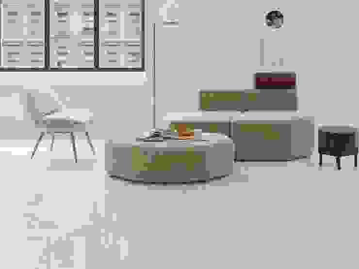 Sala con piso estilo mármol Salas de estilo minimalista de Interceramic MX Minimalista Cerámico