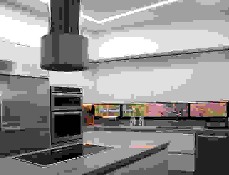 CASA C4 Cocinas modernas de BASSICO ARQUITECTOS Moderno