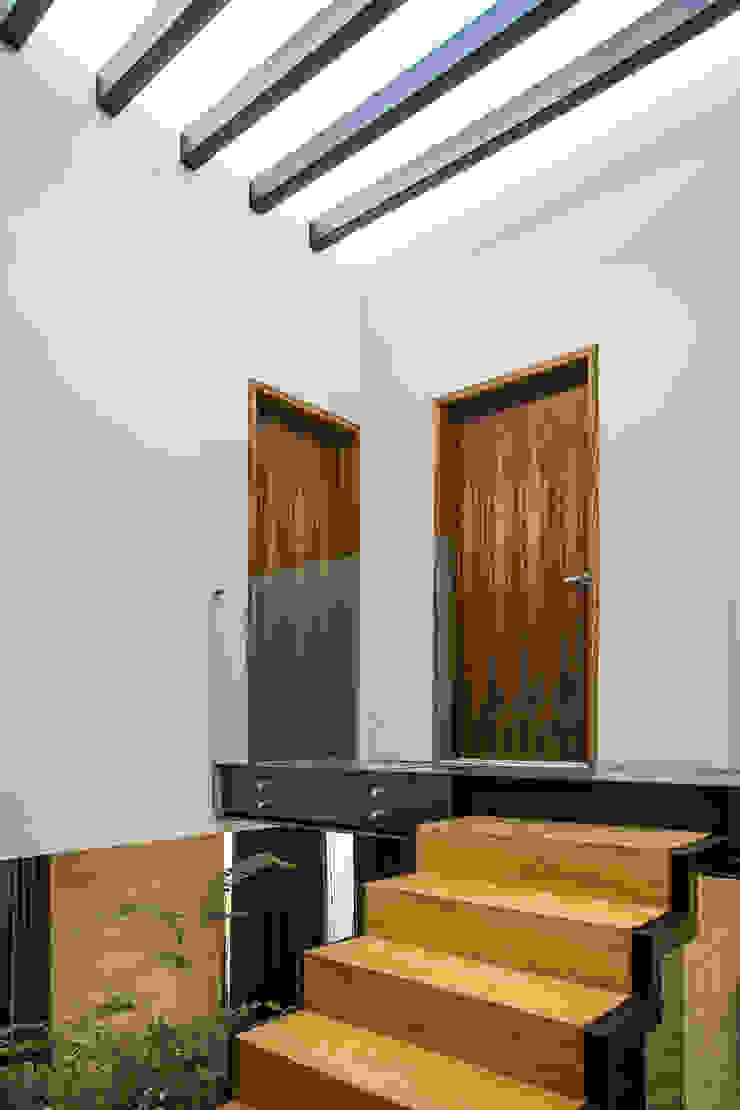 Distribuidor Planta Alta 21arquitectos Pasillos, halls y escaleras minimalistas