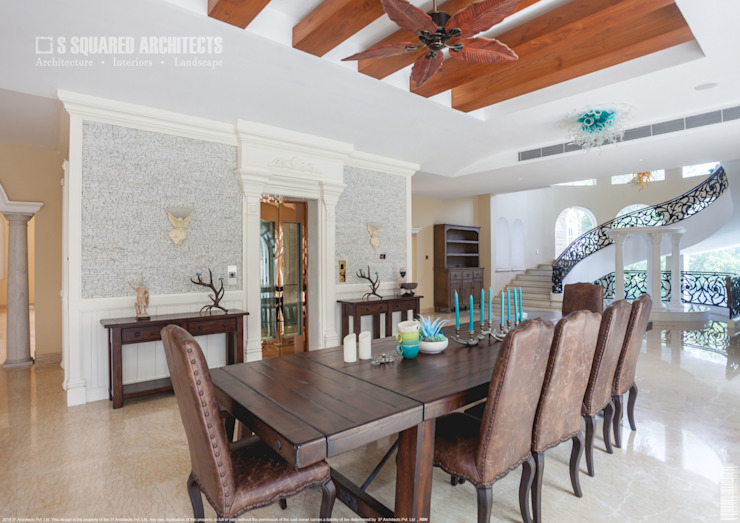 The 'Golden Hue' Residence Colonial style dining room by S Squared Architects Pvt Ltd. Colonial Solid Wood Multicolored