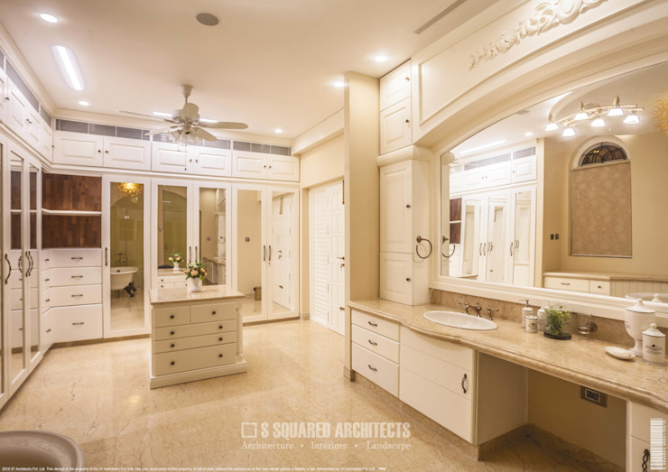 The 'Golden Hue' Residence Colonial style bathroom by S Squared Architects Pvt Ltd. Colonial Solid Wood Multicolored