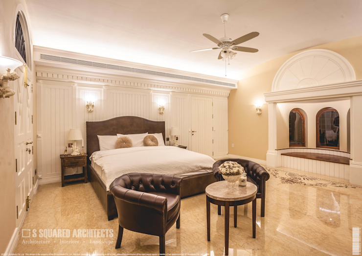 The 'Golden Hue' Residence Colonial style bedroom by S Squared Architects Pvt Ltd. Colonial Solid Wood Multicolored