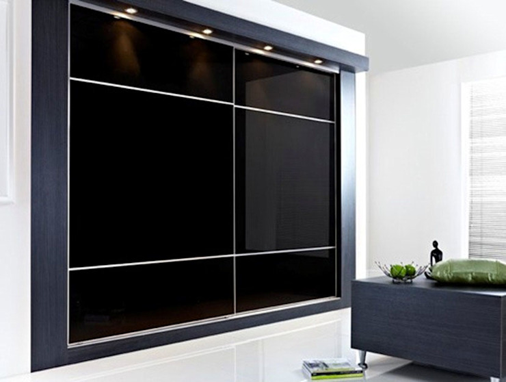 Black Gloss Sliding Door Wardrobes London de Metro Wardrobes London Moderno