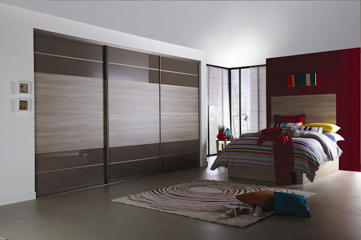 Brown Oak Sliding Door Wardrobes London de Metro Wardrobes London Moderno