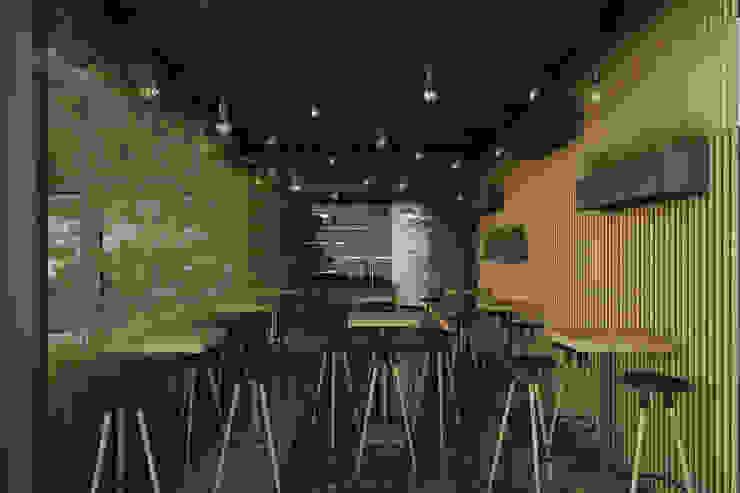 Bar & Club in stile minimalista di 21arquitectos Minimalista
