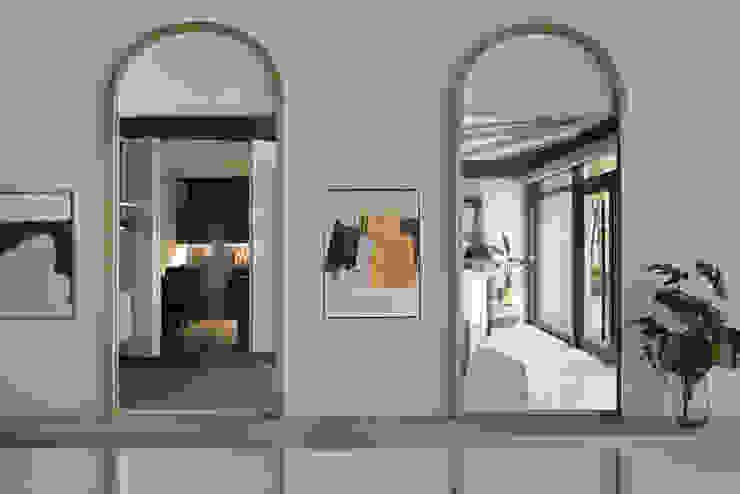 拱鏡如兩道大門映出空間提升通透度: 不拘一格  by 漢玥室內設計, 隨意取材風