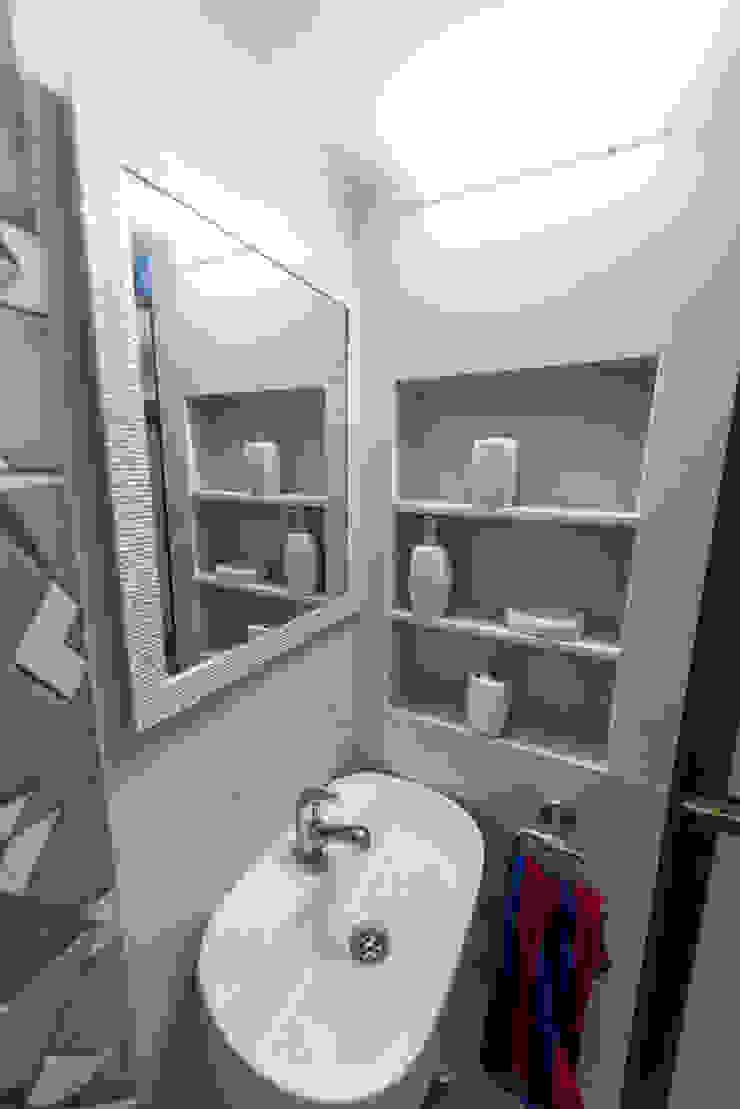 Minimalist style bathrooms by Chaitali Shah Minimalist Plywood