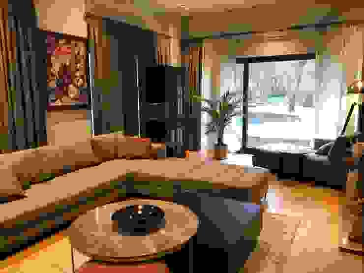 Modern living room by Sonraki Mimarlık Mühendislik İnş. San. ve Tic. Ltd. Şti. Modern
