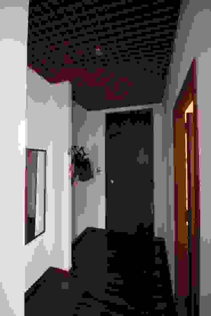 Giuseppe Rappa & Angelo M. Castiglione Modern Corridor, Hallway and Staircase
