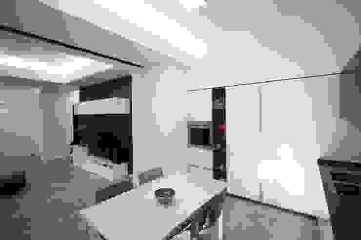 Giuseppe Rappa & Angelo M. Castiglione Modern kitchen White