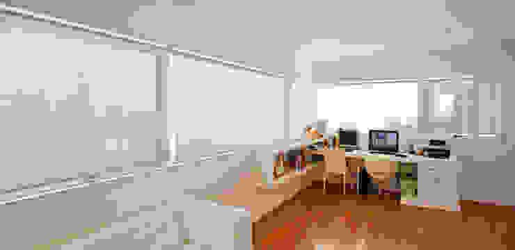 Escritorio [ER+] Arquitectura y Construcción Estudios y bibliotecas de estilo minimalista