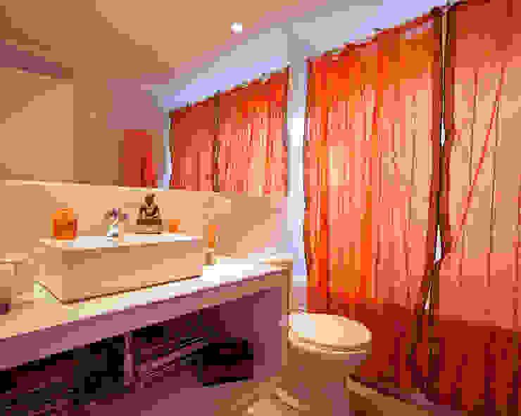 [ER+] Arquitectura y Construcción Minimalist style bathroom
