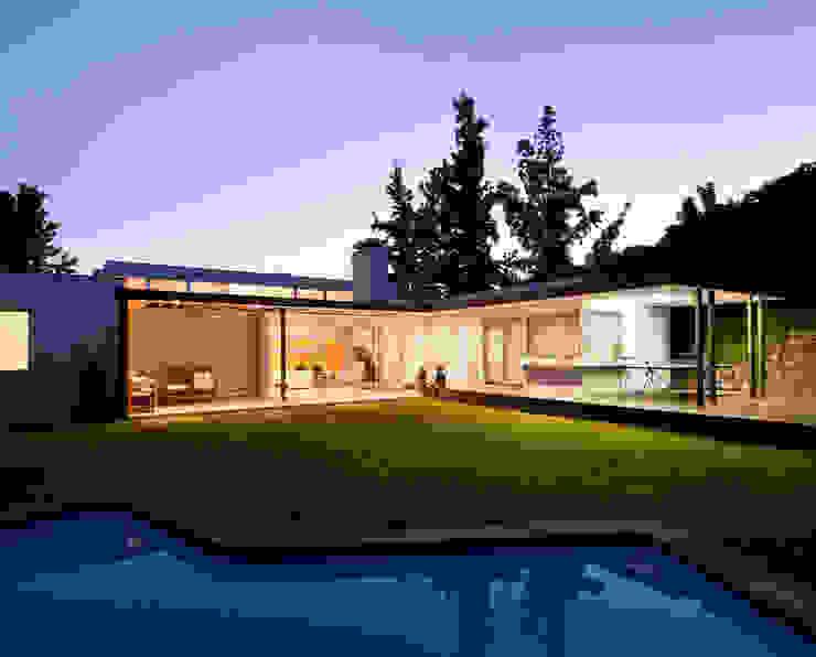 Jardín con piscina [ER+] Arquitectura y Construcción Jardines de estilo minimalista