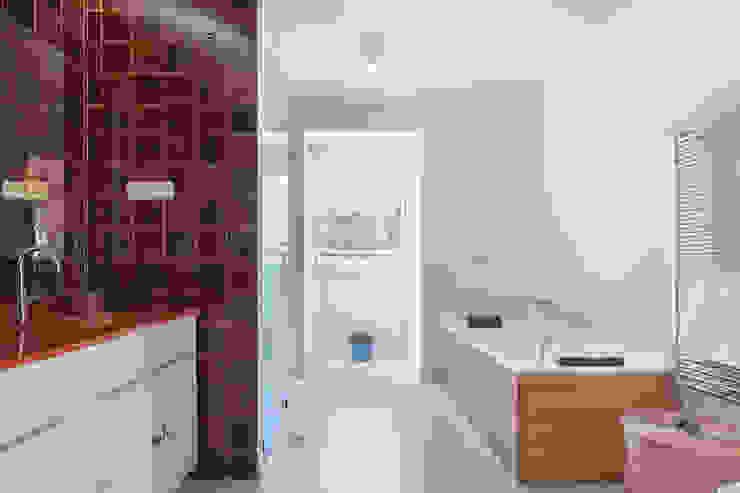 Baño del dormitorio principal Baños de estilo moderno de Arquigestiona Reformas S.L. Moderno