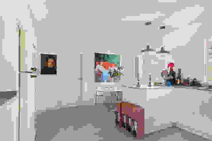 Arquigestiona Reformas S.L. Dapur Modern White