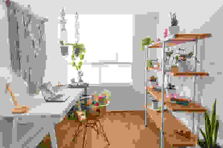 Estudio Estudios y despachos de estilo rústico de Casa de Tres Rústico