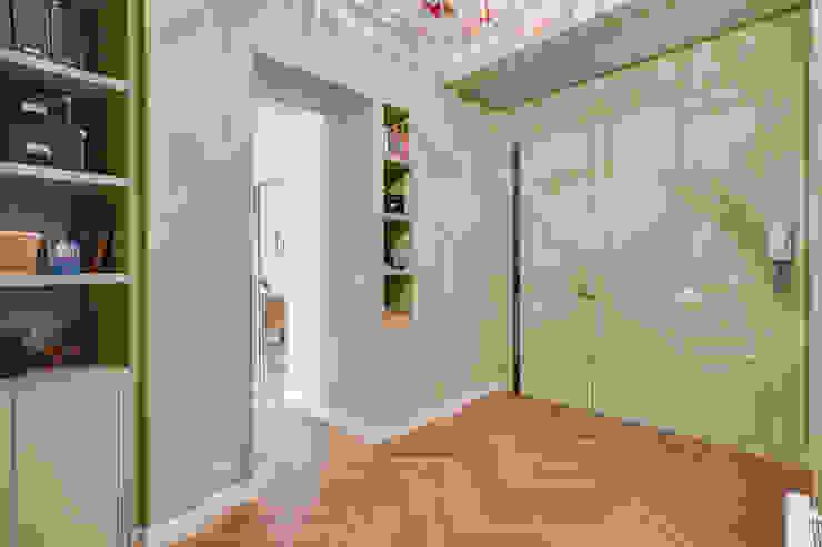 Agence KP Modern corridor, hallway & stairs Green