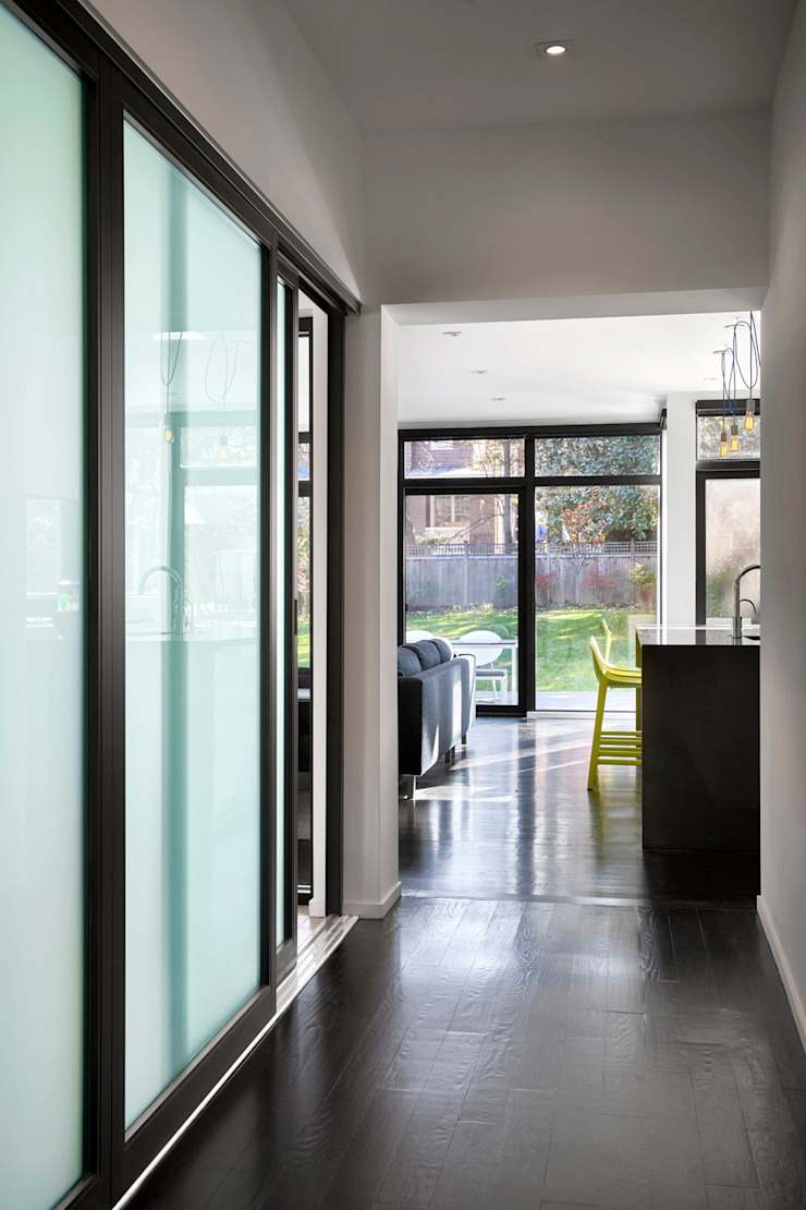 Back 2 Back Modern Corridor, Hallway and Staircase by KUBE architecture Modern